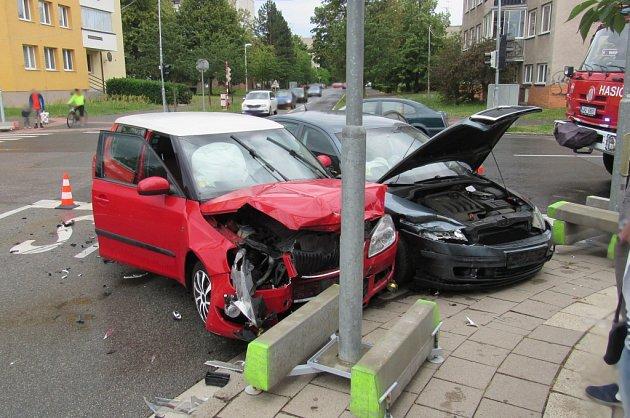 Dopravní nehoda dvou osobních automobilů vhradeckých Malšovicích.