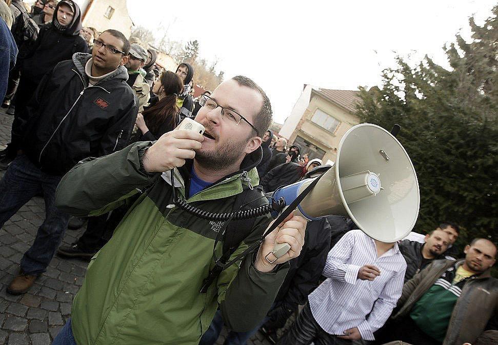 Aktivisté se snažili alespoň o slovní odpor