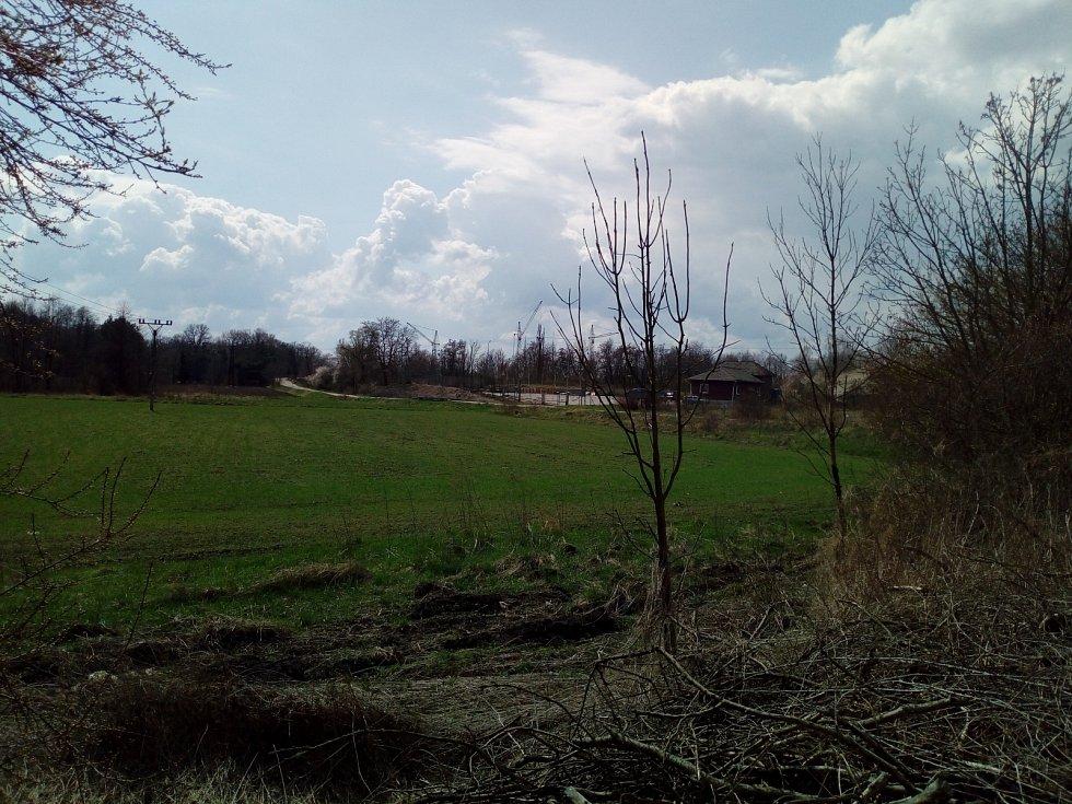 Krajské město zachycené v aprílovém počasí.