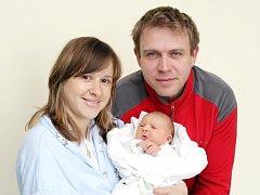 Karolína Čáslavková se narodila 11. dubna v 16.21 hodin. Měřila 52 centimetry a vážila 4200 gramů. S rodiči  Kristýnou a Martinem Čáslavkovými žije v Pardubicích.
