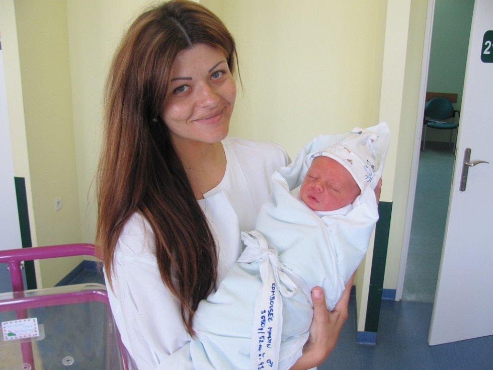 MARTIN RAMBOUSEK se narodil 29. 5. v 5.30 hod. Vážil 52 cm a měřil 3650 g. Potěšil rodiče Zuzanu a Martina Rambouskovy z Hradce Králové.