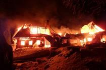 Požár chaty v Peci pod Sněžkou.