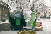 Strážníky přistižený řidič pod vlivem alkoholu.