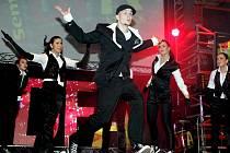 Taneční show Dance Floor Attack v královéhradeckém Aldisu.