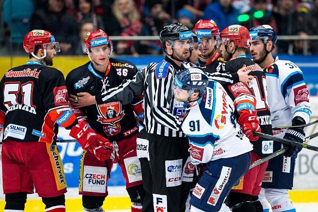 7. čtvrtfinále hokejové extraligy Hradec Králové vs. Liberec (2:1).
