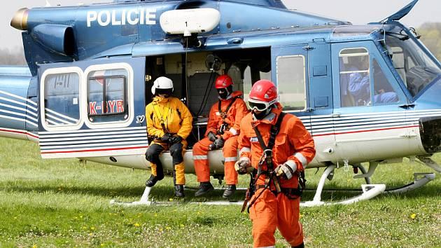 Letečtí záchranáči cvičili nad Hradcem Králové