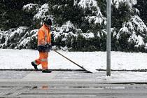 Sníh v ulicích Hradce Králové.