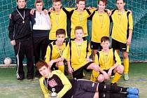 Starší žáci FK Černilov - vítězové Stěžerské zimní halové ligy ve fotbale.