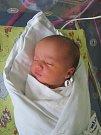 ANTONÍN BROŽ se narodil 13. září v 17.25 hodin. Měřil 53 cm a vážil 3440 g. Potěšil rodiče Jitku Cmuntovou a Martina Brože z Hradce Králové. Doma se těší sourozenci Míša, Kája a Martínek.