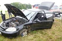 Na silnici č. 308 mezi Hradcem Králové a Černilovem havaroval osobní automobil.