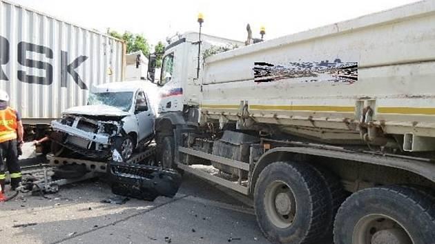 Střet čtyř vozidel způsobil škodu za milion korun.