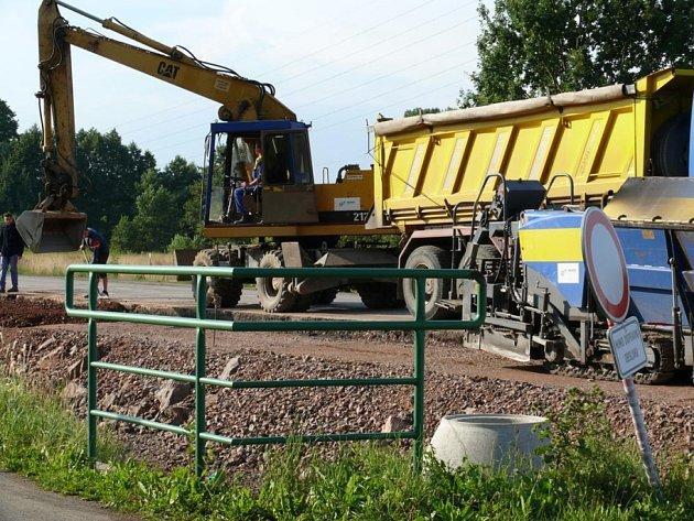 Stavba silnice mezi Týništěm nad Orlicí a Třebechovice pod Orebem