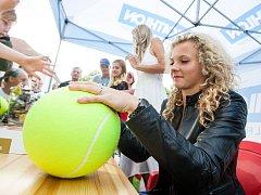 Kateřina Siniaková otevirala novou budovu pro tenis v Hradci Králové.