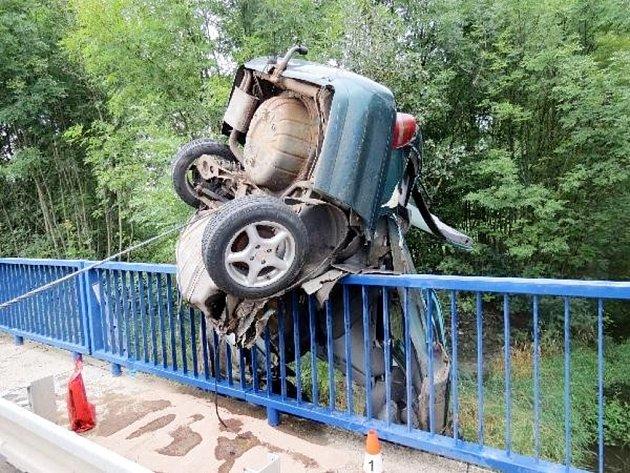 Tragická dopravní nehoda na silnici I/37 u Březhradu ve směru z Pardubic na Hradec Králové.