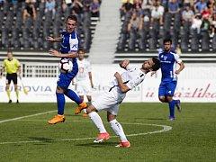 Fahrudin Ďurděvič se sice v tuto chvíli ocitl  v nepohodlné pozici, ale nakonec začal obrat Votroků proti Vlašimi. Dal svůj první gól za Hradec.