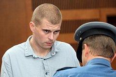 Trest odnětí svobody na pět až dvanáct let hrozí Liboru Dyntarovi a Aleši Vašátkovi, obžalovaným za podvody a poškozování cizích práv.