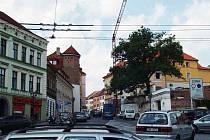Hradec Králové, Mýtská ulice s jeřábem