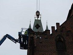 Katedrála přišla o své gotické ozdoby.