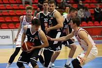 Na rozehrávače Pedju Stamenkoviče (č. 77) bude v Ostravě oslabený královéhradecký tým hodně spoléhat.
