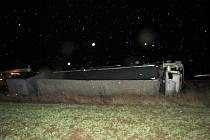 Nehodu způsobila kombinace větru a jízdy řidiče.