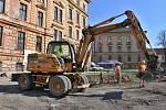 Stavbaři na místě už nějaký čas pracují. Nově odhalené hradby mají být k vidění v nové budově.