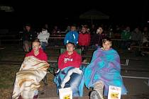 Letní kino v obci Ledce.
