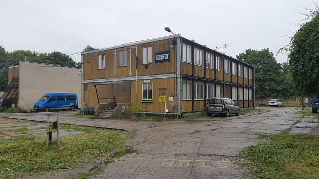 Nelegální ubytovna v areálu společnosti Ligmet.