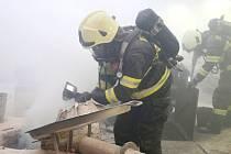Požár pece na tavení v hořčíku v areálu ČKD v Hradci Králové.