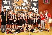 """Basketbalové šampionky! Hradecké """"lvice"""" ročníku narození 2004 byly ve své kategorii první."""