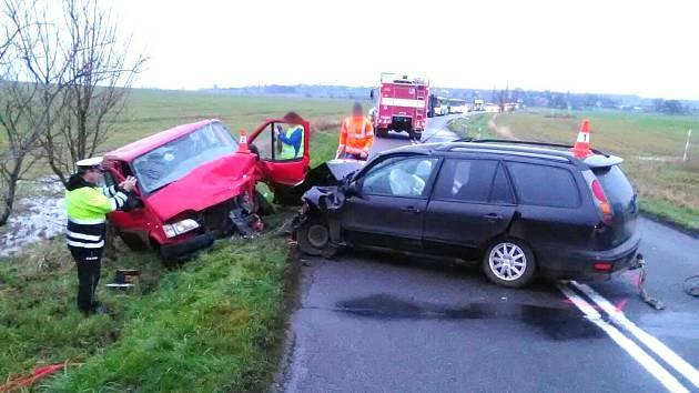 Dopravní nehoda dodávky a osobního automobilu u obce Dolní Přím.