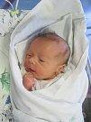 JAKUB ZAŇKA poprvé spatřil světlo světa 5. února v 18.22 hodin. Po porodu měřil 49 cm a vážil 3310 g. Svým příchodem na svět nejvíce potěšil své rodiče Vendulu a Milana z Holic.