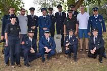 Poklepání na základní kámen stavby nové zbrojnice březhradských dobrovolných hasičů.