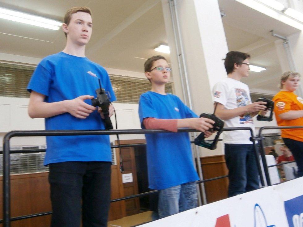 Členové třebechovického kroužku RC Auta na závodech Mini-Z mistrovství Evropy a mistrovství České republiky Kyosho Masters 2015 v Praze.