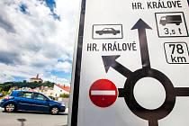Uzavírka na hlavním silničním tahu do Polska v Náchodě.