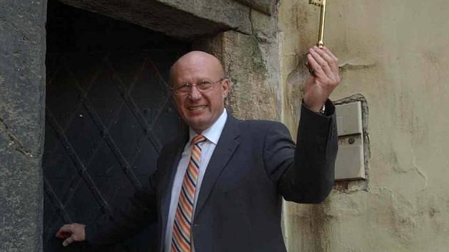 Otakar Divíšek jako hradecký dveřník