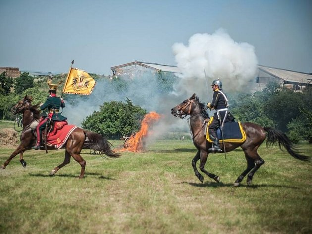 Rekonstrukce bitvy na Chlumu u Hradce Králové.