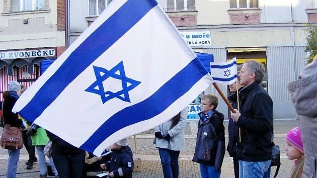 Dny pro Izrael v Hradci Králové - veřejné shromáždění na Baťkově náměstí.