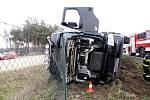Převrácení kamionu na silnici I/11 u obce Roudnice.