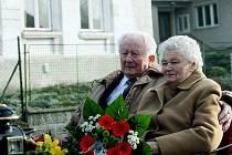 Diamantová svatba: Novomanželský slib ve Výravě obnovili Karel a Marie Hynkovi. Manželi jsou neskutečných šedesát let.