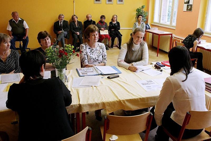 Delegace z Evropy se zajímala nejen o současnou podobu českých maturit, ale také o výuku v anličtině.