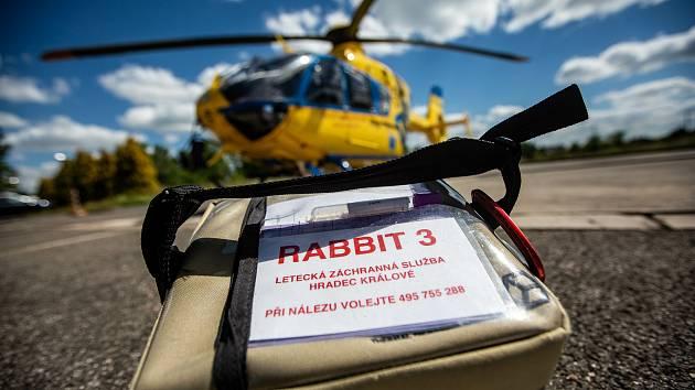 Letečtí záchranáři z Hradce Králové začínají jako jedni z prvních na světě s podáváním tzv. plné krve těžce zraněným lidem v přednemocniční péči.