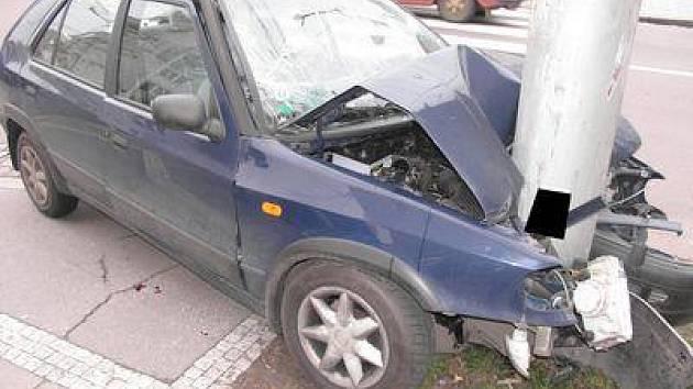Autonehoda č.1: Při nehodě byly zraněny tři osoby.