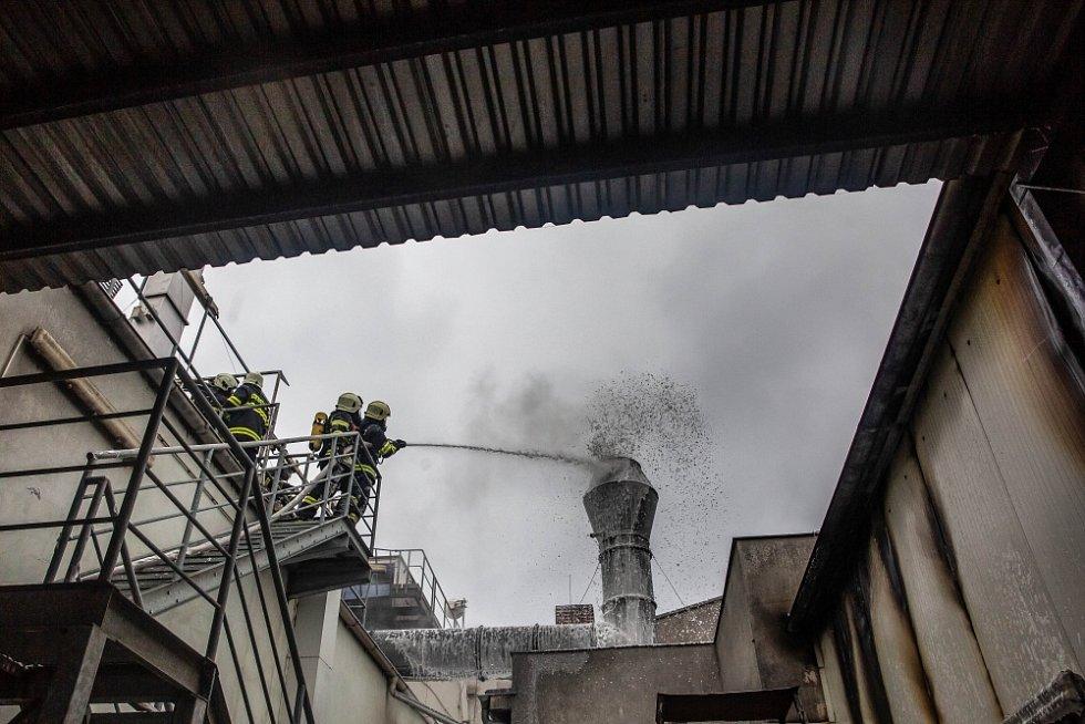 Požár lakovny ve Smiřicích.