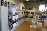Výstava řemeslníků a umělců v galerii U Přívozu v objektu Studijní a vědecké knihovny v Hradci Králové.