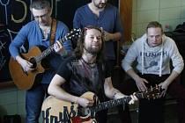 Richard Krajčo a kapela Kryštof na dětské onkologii ve Fakultní nemocnici Hradec Králové.
