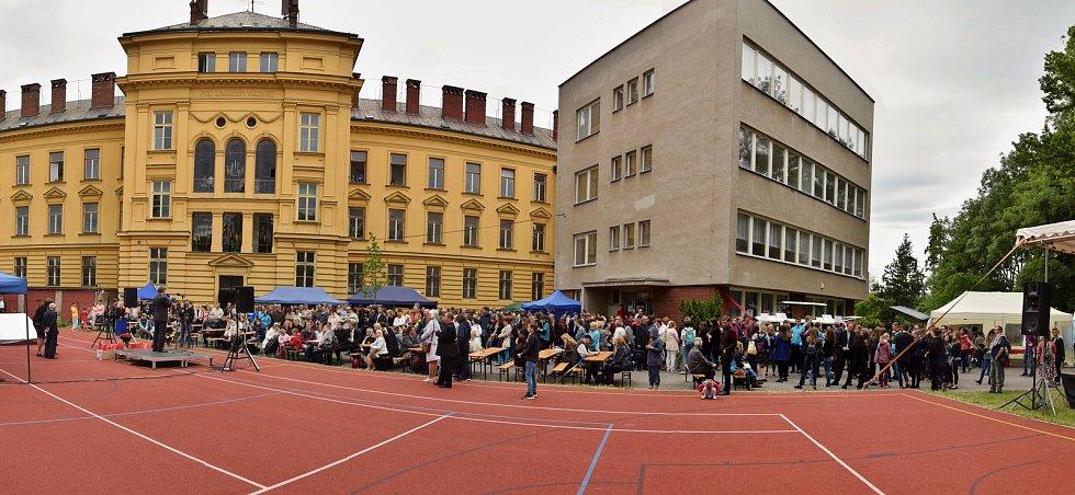 Oslavy 25. výročí školy. Škola dlouhodobě spolupracuje i se školami v Německu a Francii.