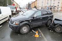 Hradečtí policisté hledají svědky dopravní nehody poblíž hradeckého Vančurova náměstí.