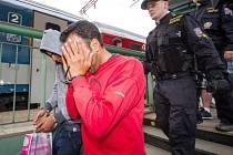 Zadržení migrantů na nádraží. Ilustrační fotografie.