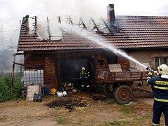 Požár rodinného domu ve Starém Bydžově.