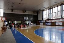 Sportovní hala TJ Sokol Hradec Králové na Eliščině nábřeží.